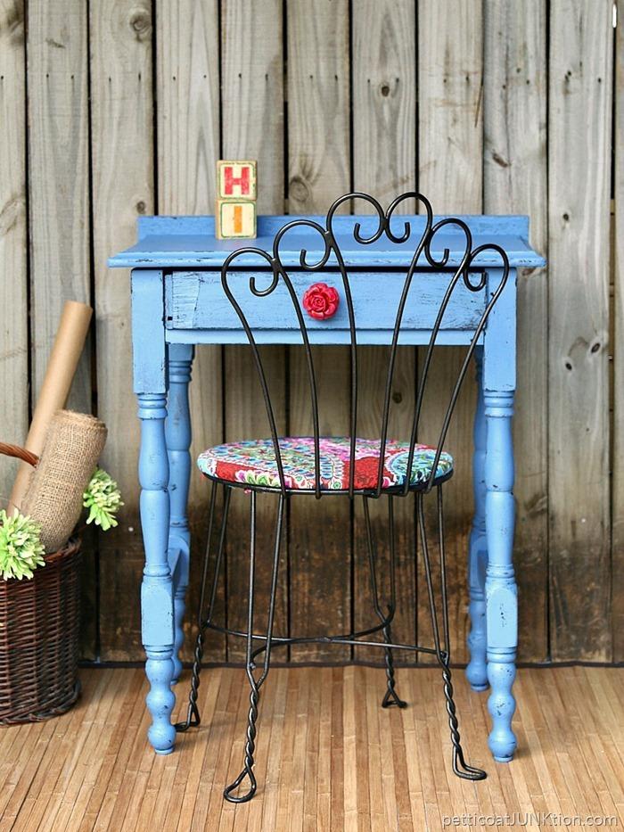 Vintage Möbel, Tisch und Stuhl, einzigartige Einrichtung für ein gemütliches Zuhause