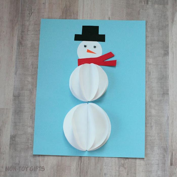 Weihnachtskarte mit Schneemann selber machen, tolle Ideen für Weihnachtsbasteln mit Kindern