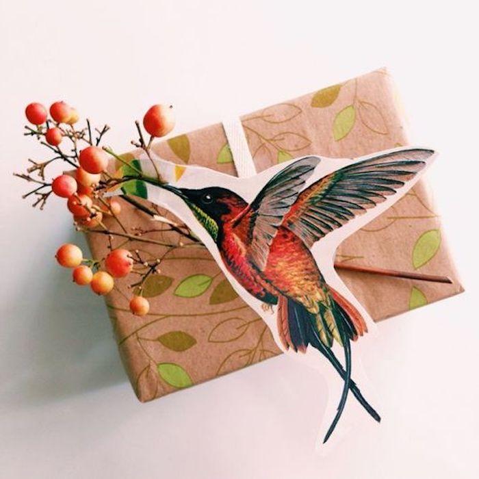 Kolibri-Verpackung, Kolibri aus Karton, Geschenkdeko mit Zweigen