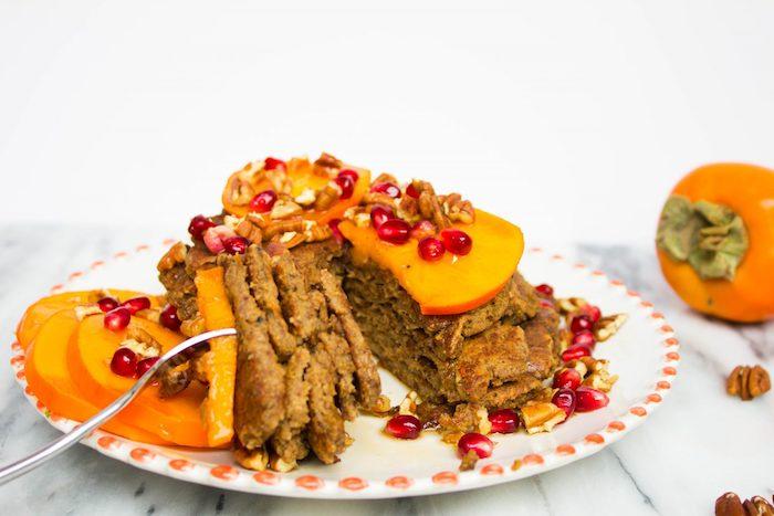 dessert mit kaki frucht selber machen, küchen mit persimonen und granatspfelsamen