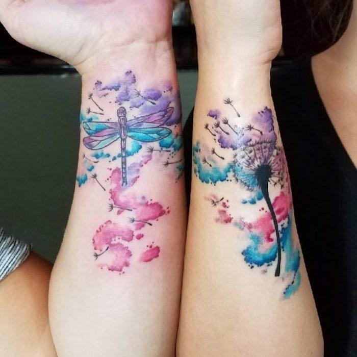 familien tattoo, frauen mit wasserfarben tattoos an den ärmen