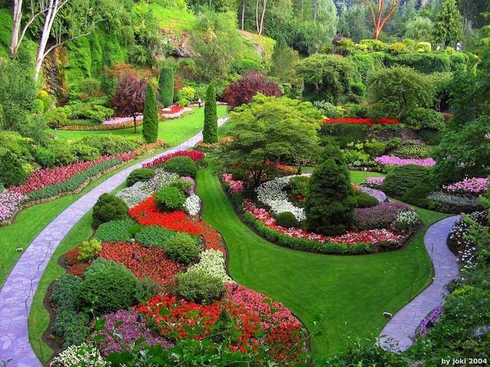 gartengestaltung ideen groer garten mit pfaden aus naturstein und vielen gartenpflanzen - Garten Gestalten