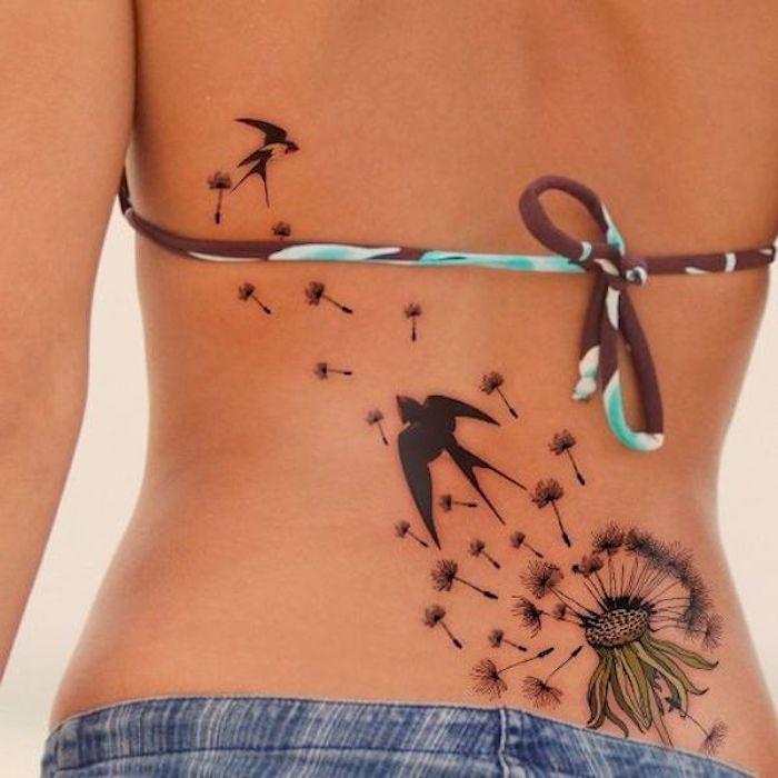 großes vogel tattoo in kombination mit blume am rücken