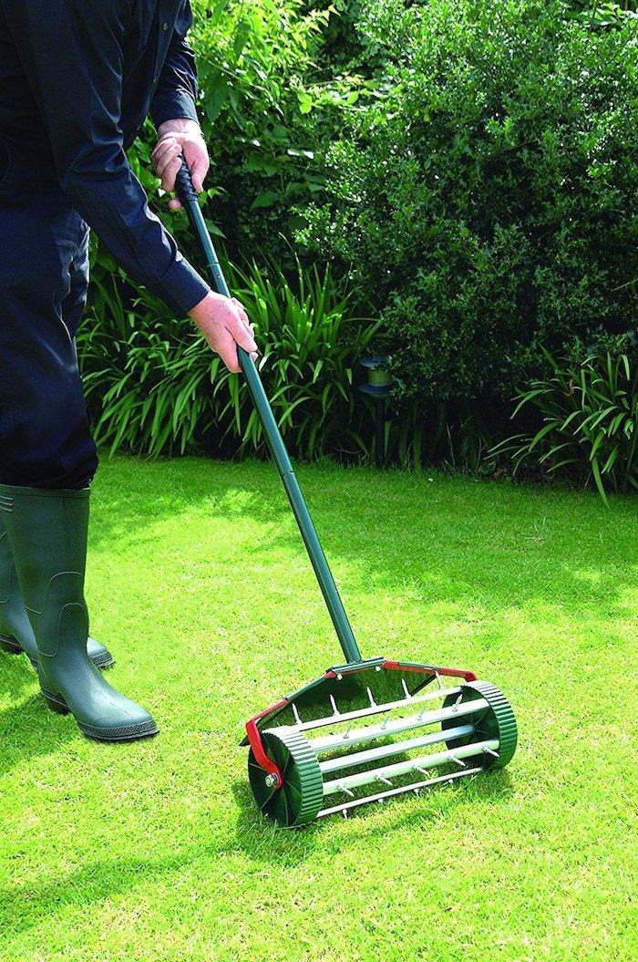 Rasen und Rasenpflege: den Boden mit Sauerstoff versorgen