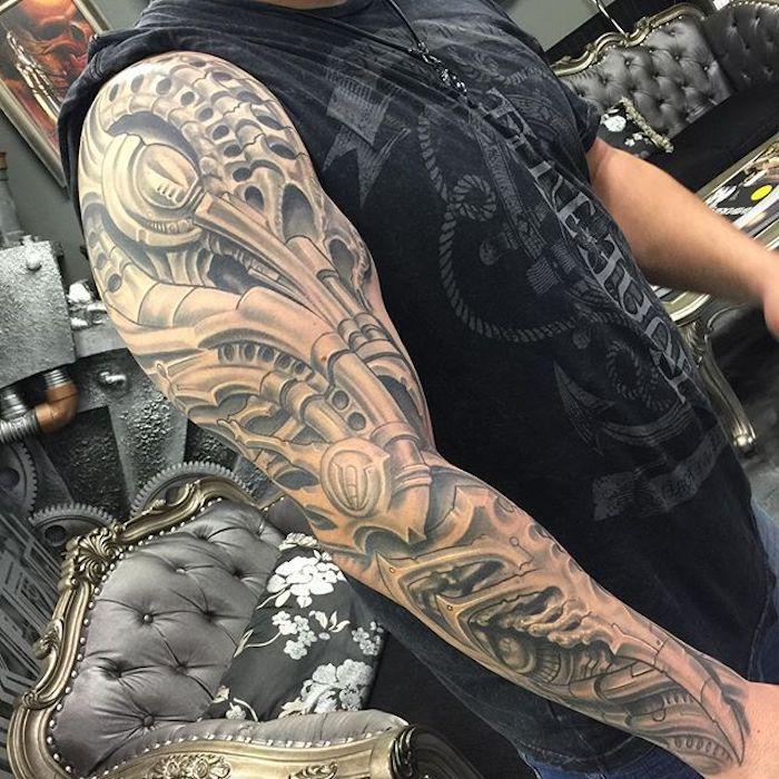tattoo vorlagen männer, mann mit sleeve tattoo, große tätowierung am arm