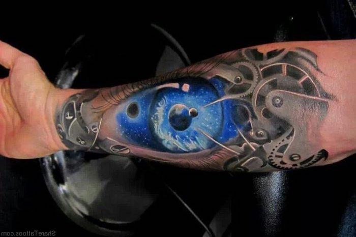 arm tattoo mann, 3d tatowierung mit planeten und maschinenteilen