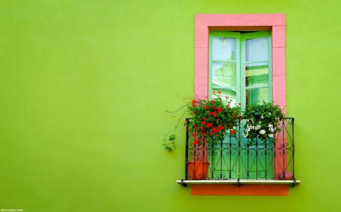 Außengestaltung das A und O, grelle Farbe für die Außenfassade, kleiner Balkon