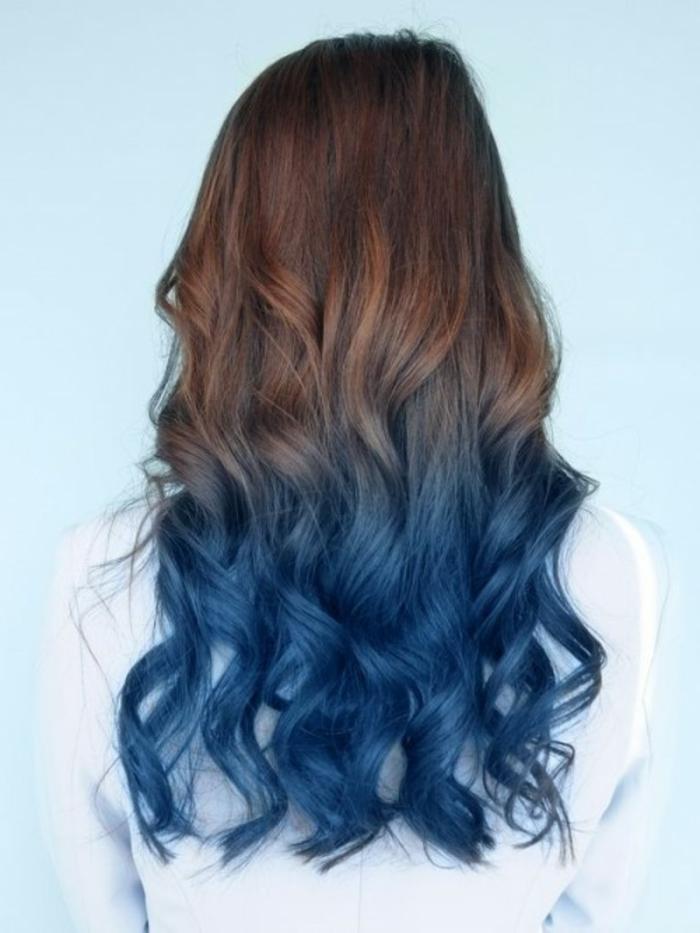 Blond mit blauen spitzen