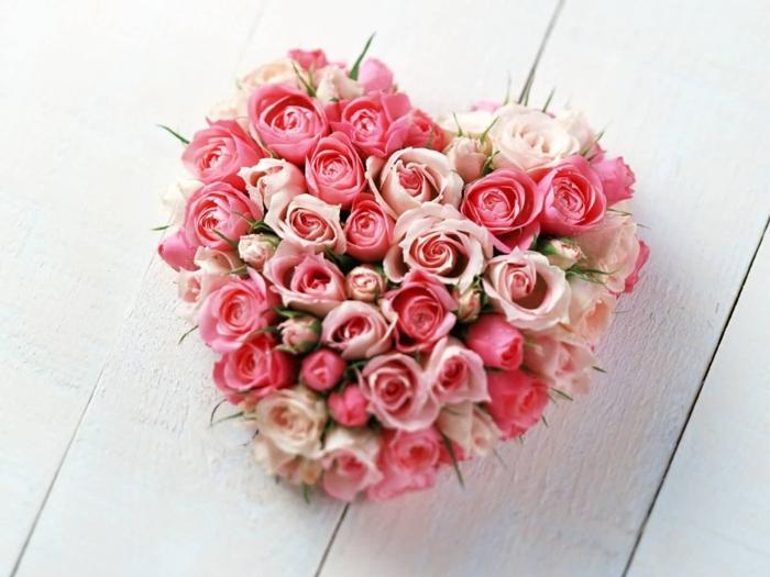 Herz aus Rosen, romantischer Blumenstrauss, die perfekte Geschenkidee für die liebe Frau, Кönigin unter Blumen