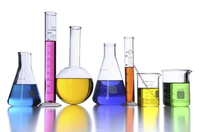 sieben Kolben, Chemielabor, wissenschaftlicher Fortschritt, Chemielaboranten