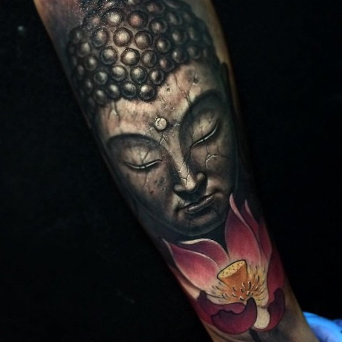 unterarm tattoo, buddha tattoo in kombination mit rosa lotus