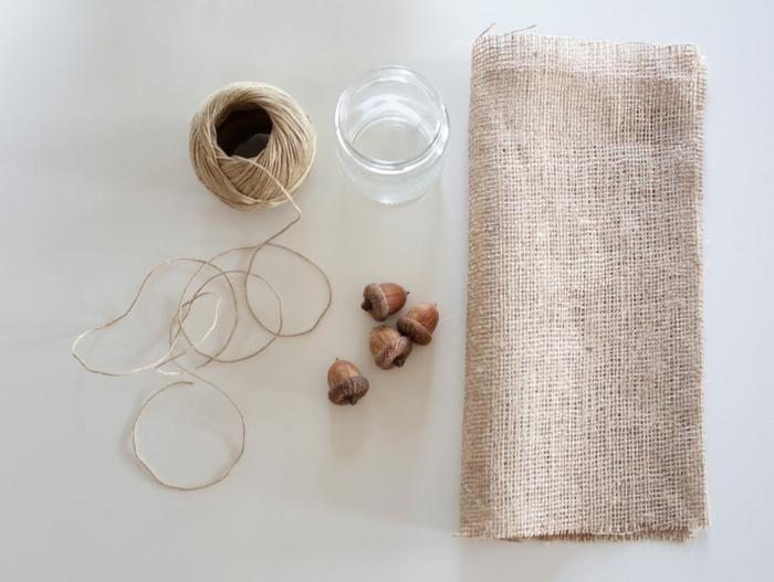 Herbstdeko aus Einmachglas und Eicheln selber machen, ausführliche Anleitung, kreative Ideen zum Inspirieren