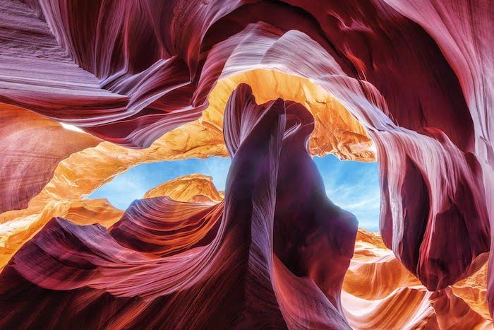 Felsformationen, Wüste, rote Felsen, gelbe Felsen, hellblauer Himmel