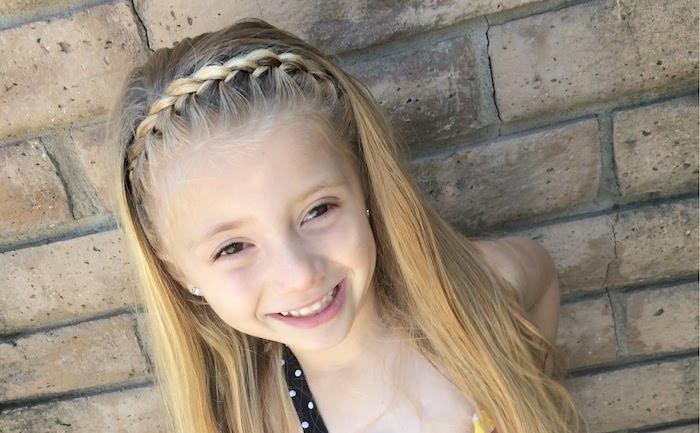 die Kinder freuen sich auch auf Oktoberfest - Dirndl Frisur für ein kleines Mädchen