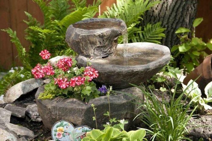gartengestaltung bilder, fontäne aus naturstein, gartendeko