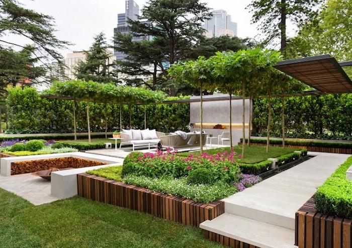 gartengestaltung beispiele, großer hintergarten mit keramikfliesen und gras