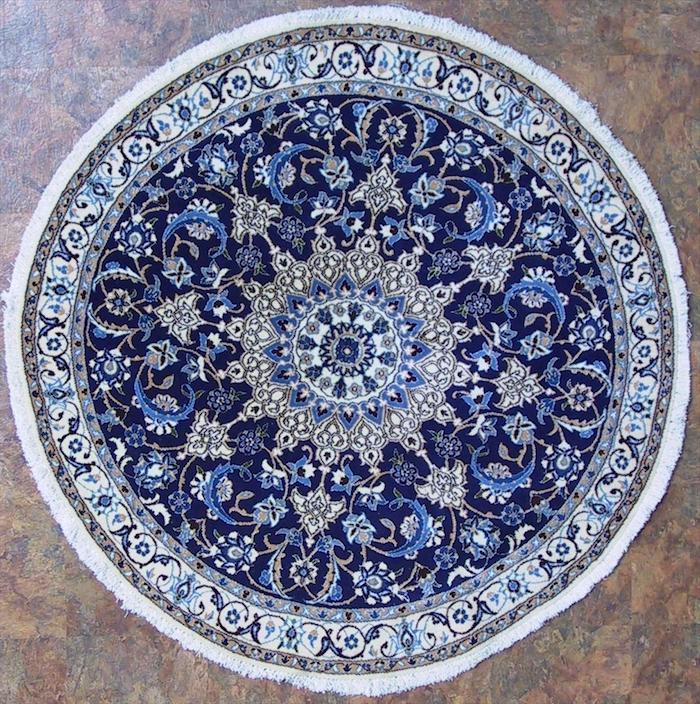 kurzflor teppich beige idee persischer teppich in blauer farbe mit weißen dekorationen