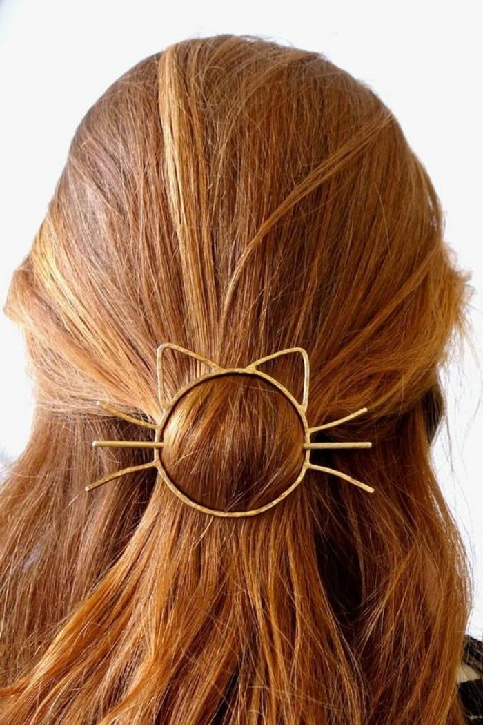 glatte, kupferrote Haare, auffälliger Haarschmuck-Katze, Rotton auswählen und Haare färben
