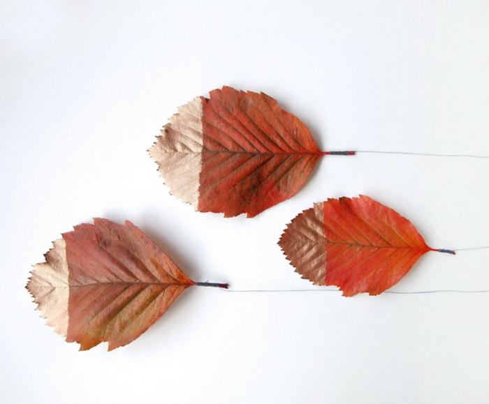 Herbstblätter bemalen und mit Faden binden, einfache DIY Ideen zum Inspirieren und Nachmachen