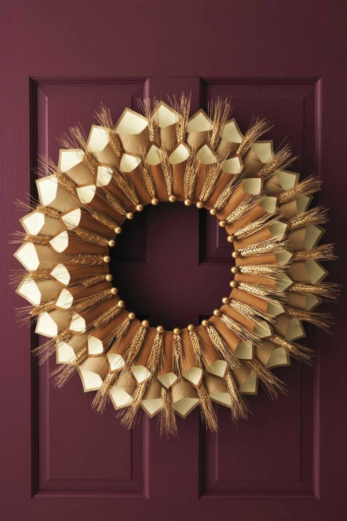 Kranz aus Weizen und Papier selber machen, schöne Deko für die Eingangstür, DIY Projekte für Kinder und Erwachsene