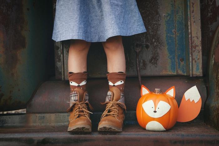 Fuchs aus Kürbis selber machen, kreative DIY Ideen für Kinder, den Herbst nach Hause holen