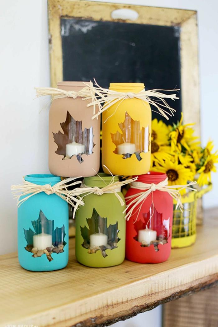 herbstliche Laternen aus Einmachgläsern und Kerzen selber machen, ausführliche Anleitungen für schöne Herbstdeko