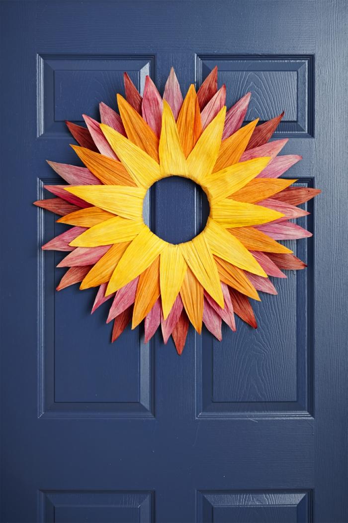 Kranz- Sonne selber basteln, herbstliche Dekoration für die Eingangstür, Basteln mit Papier- Ideen für Kinder und Erwachsene