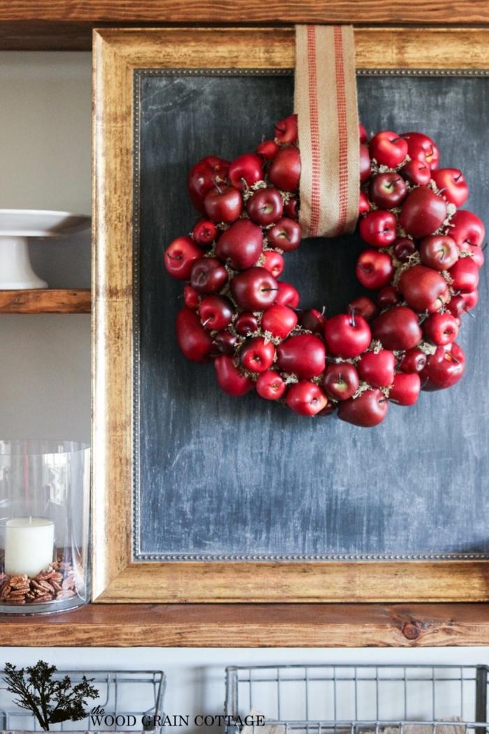 Kranz aus roten Äpfeln selber machen, tolle Ideen für Herbstdeko, den Herbst nach Hause holen