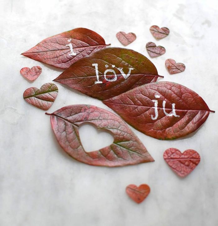 Herzen aus Herbstblättern ausschneiden, ich liebe dich, kreative Ideen zum Inspirieren und Nachmachen