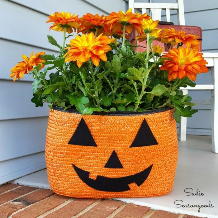 Herbstdeko selber machen- einfach und kreativ, den Garten herbstlich dekorieren, Blumentopf-Kürbis