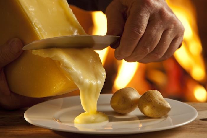 ideen für raclette schmelzender käse geschmolzen käsesorte kartoffeln speise