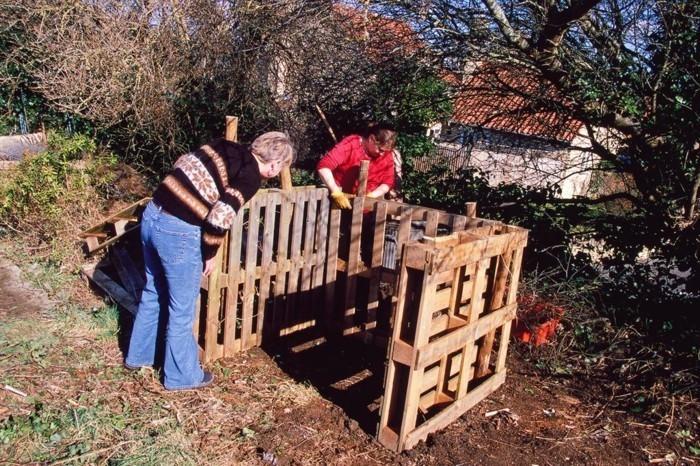hier ist noch eine unserer ideen zum thema komposter - jeder von uns kann einen komposter aus den alten paletten selber bauen