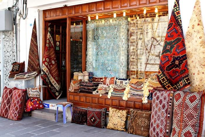 teppich gold rot schwarz teppich dessins zum inspiriteren teppich markt in der türkei