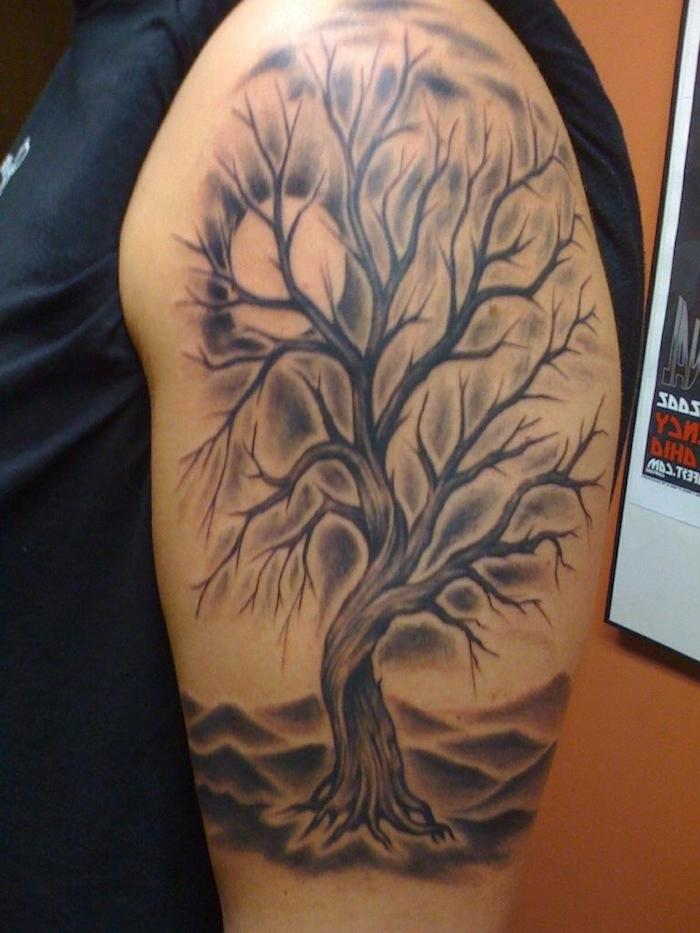 Tattoo Lebensbaum in der Wüste - das Leben wächst überall, wo es Sonne gibt