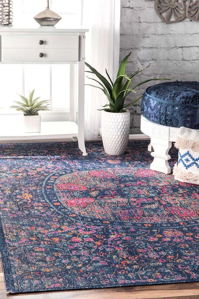 kurzflor teppich beige oder blau mit verschidenen dekorationen blau rosa pflanze