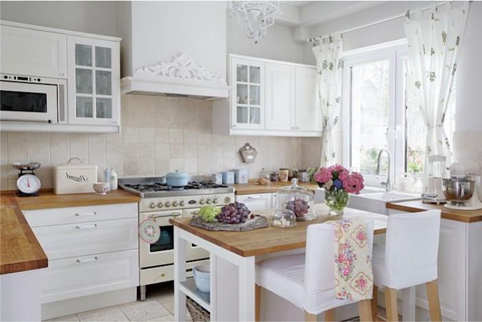 vintage küche design ideen dezent und fein frauenküche weiß und rosa farben blumen