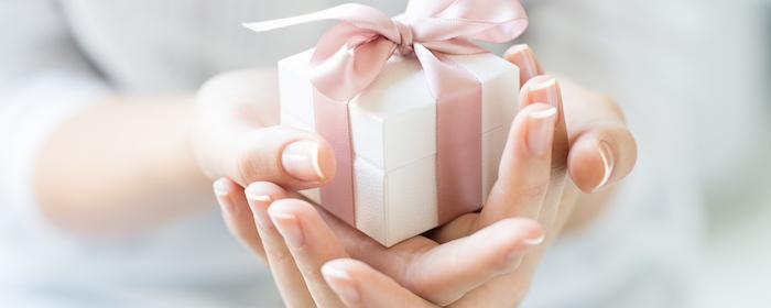 weihnachtsnägel ideen design geschenk kleine kiste mit schleife geschenkidee weihnachten