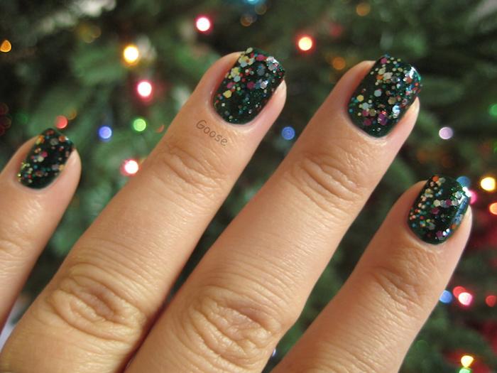 gelnägel weihnachten dunkler grund glitzer maniküre zu den winterlichen festen