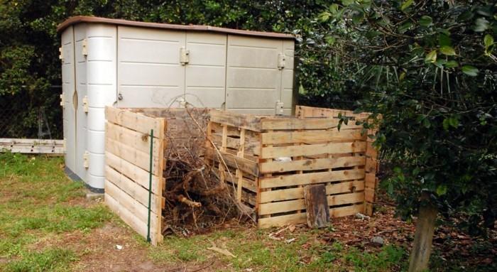 idee für zwei schöne und große komposter, die aus alten europaletten gebaut wurden - noch eine tolle idee zum thema gartengestaltung, die ihnen sehr gut gefallen könnte