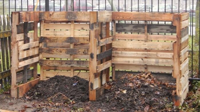 hier finden sie eine unserer ideen für zwei schöne kleine komposter, die aus alten europaletten gebaut wurden