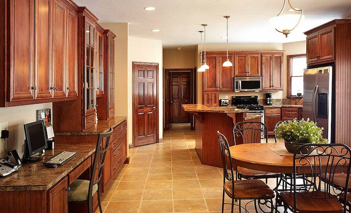 Küchen Ideen, ein großer Raum mit alles Nützliche zum Wohnen in Massivholz
