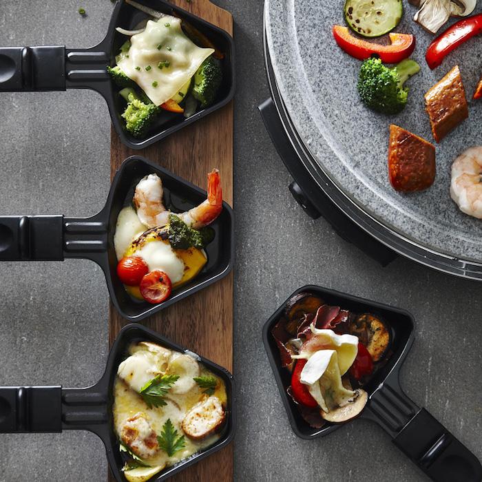 raclette ideen würstchen brokkoli raclettekäse pilzen paprika cherrytomaten