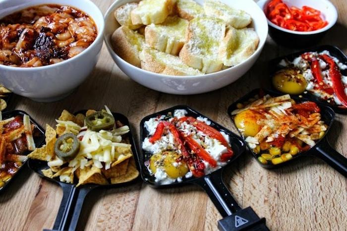 raclette ideen produkte zum kochen von raclette kombination mit brot oder kartoffeln