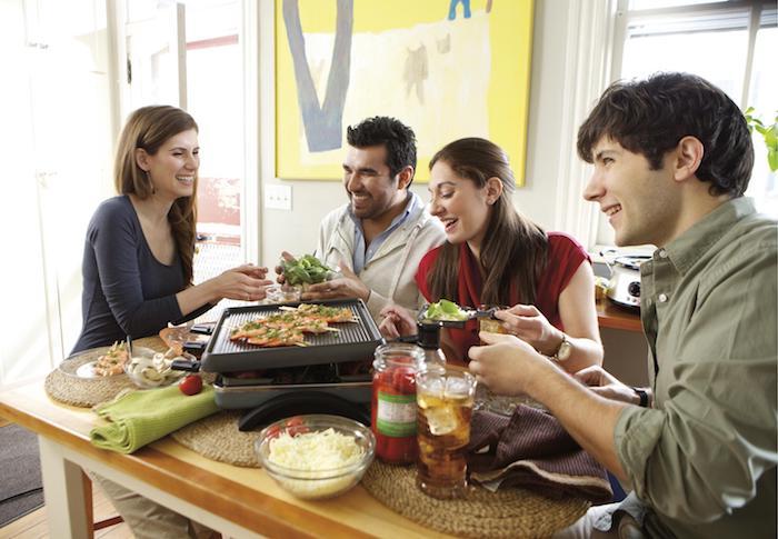 raclette rezept gestaltungsidee freunde zu besuch einladen raclette zubereiten