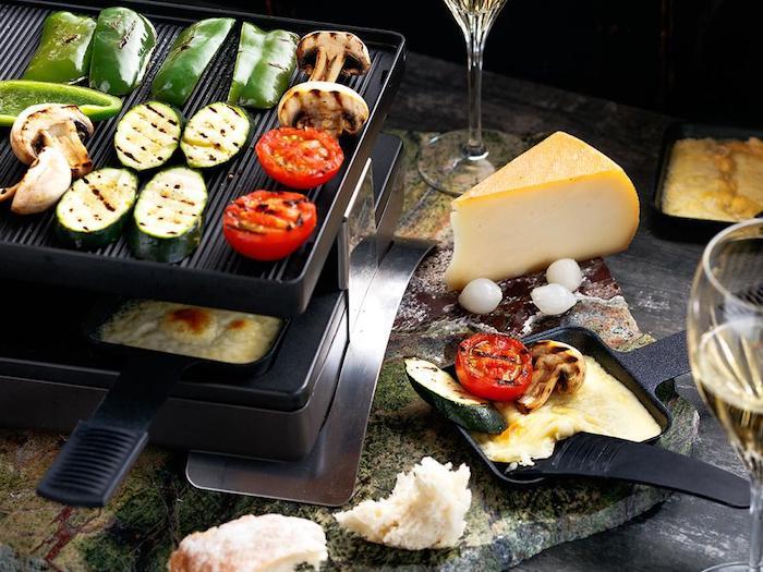 raclette rezept typisch schweizerische speise zum genießen gemüse zucchini tomaten