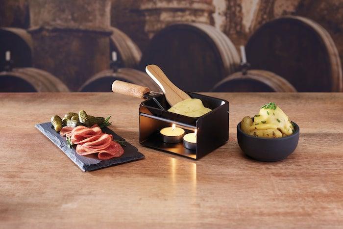 raclette zutaten ideen kreatives kochen kerze käse fleisch gemüse schweizerisch kochen