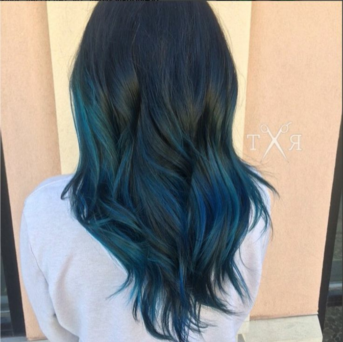 Ombre Schwarz-Dunkelblau, tolle Ideen für Damenfrisuren, blaue Haarfarbe, verschiedene Blautöne