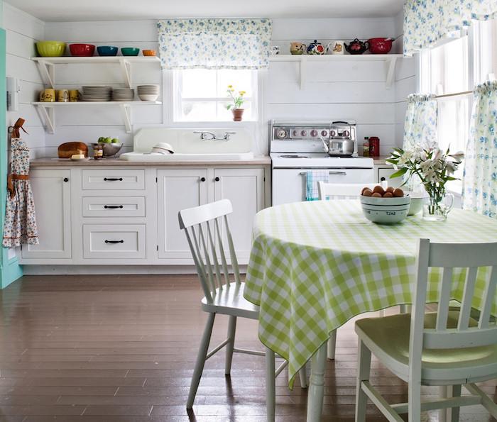 shabby style tisch stühle grün weiß karierte muster schrank früchte schüssel