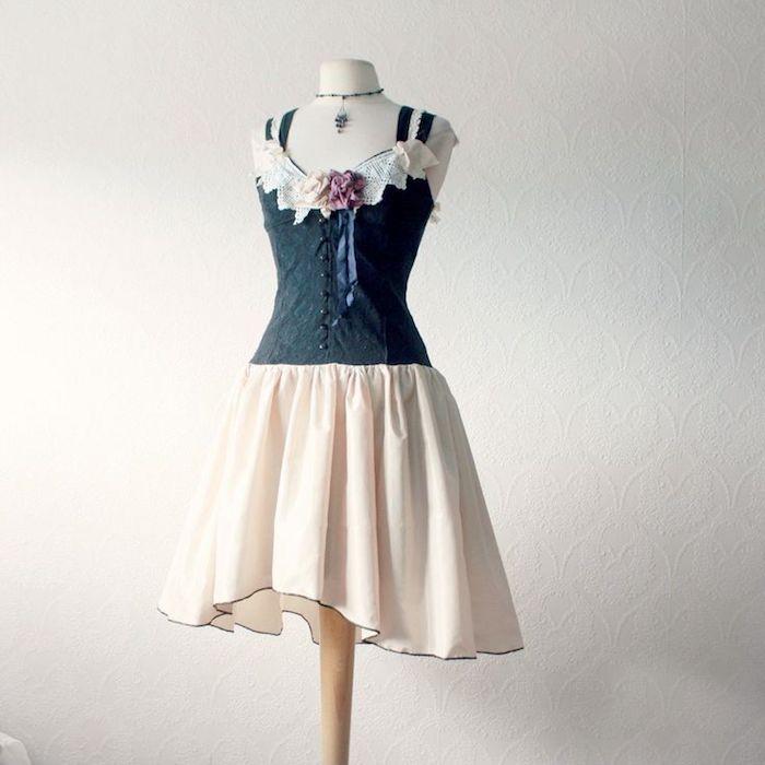 Kleid aus zwei Teilen, schwarzes Korsett-Oberteil mit Spitze, cremeweißer Rock