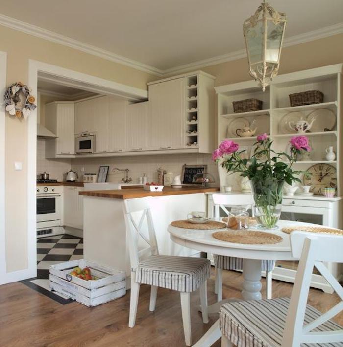 shabby küche design ideen in der küche tisch mit vase und blumen stühle herd lampe